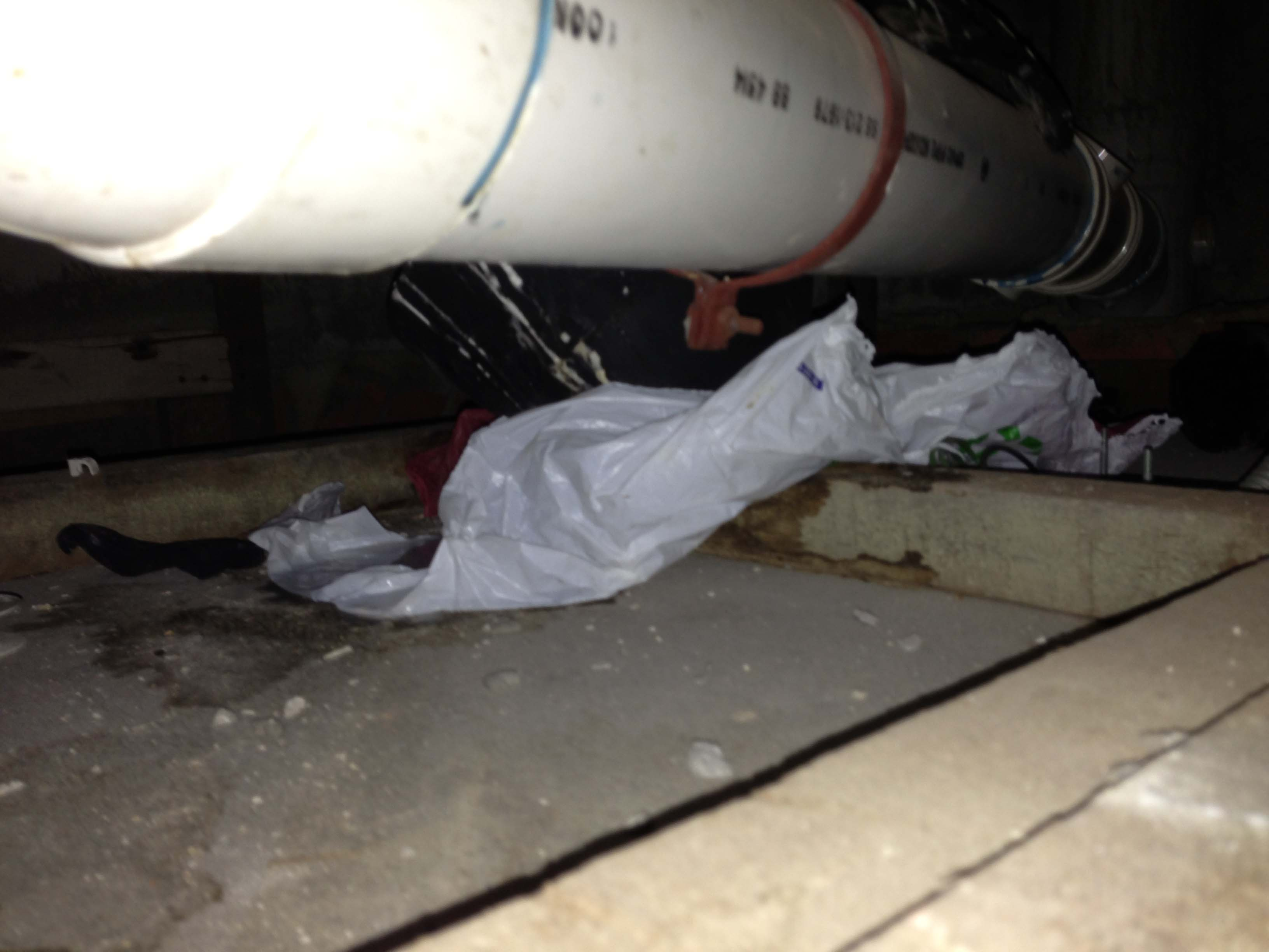 20. sewer pipe leak at glued joint(blue colour). ceiling board damaged..jpg