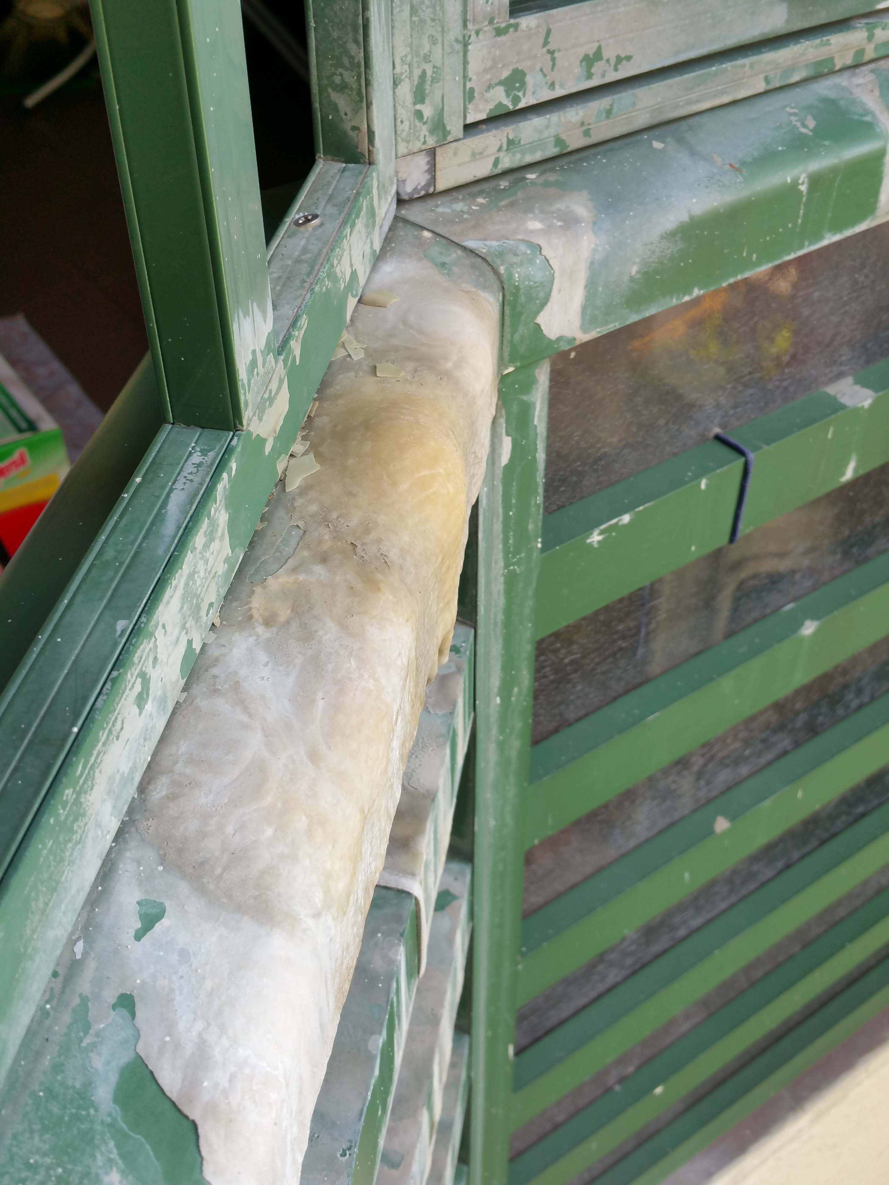 25. balcony railing leak from upstairs. calcium formation at balcony..jpg